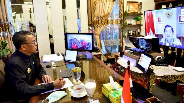 Menteri Perencanaan Pembangunan Nasional/Kepala Bappenas, Suharso Monoarfa bersama Gubernur Sulsel Nurdin Abdullah pada Musrenbang Sulsel Tahun 2021, pada Senin, 20 April 2020 yang dilaksanakan secara virtual dengan Zoom Cloud Meeting.