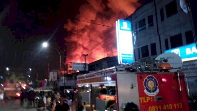 BREAKING NEWS: Kebakaran Terjadi di Pasar Senggol Makassar