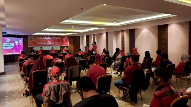 Kunjungan Kerja Di Makassar, Ini Pesan ARW Untuk Millenial Makassar