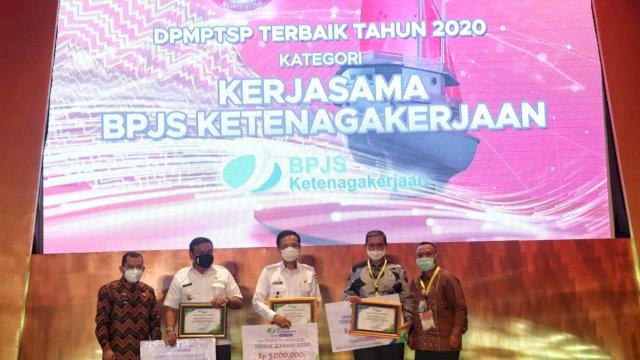 Pemerintah Kota Makassar Raih Dua Penghargaan Pada Rakor DPMPTSPse Sulawesi Selatan