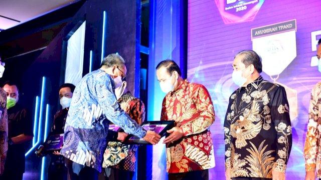 Serahkan Penghargaan TPAKD, Gubernur Sulsel Harapkan Inovasi Masing-Masing Daerah