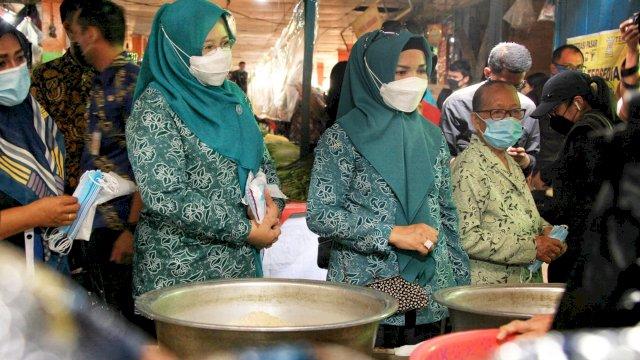 Lies F Nurdin dan Rossy Timur Pantau Protokol Kesehatan di Pasar