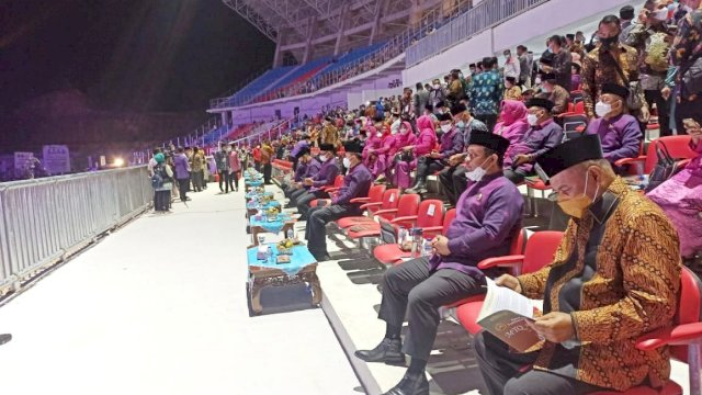 Dibuka Jokowi, Wagub Dampingi 54 Kafilah Sulsel Dalam Pembukaan MTQ Tingkat Nasional di Padang