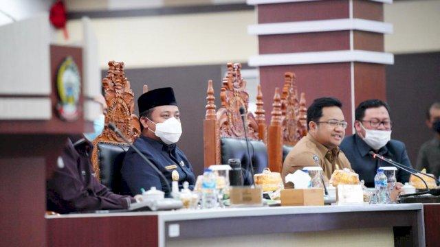 Wagub Sulsel Bacakan Jawaban Gubernur Atas Pandangan Fraksi Terhadap Ranperda APBD 2021