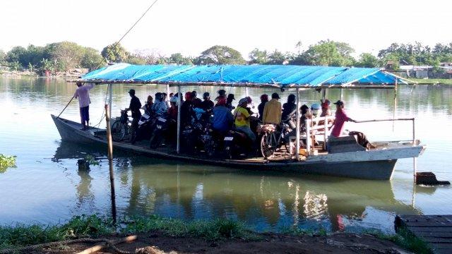 Perahu katinting Alat transportasi Warga di Sungai (Foto: Net)