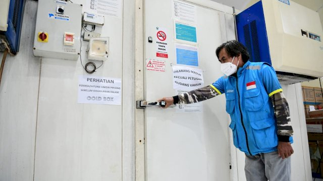 Gubernur Sulsel Tinjau Gudang Penyimpanan Vaksin Covid-19, Nurdin Abdullah: Tidak Usah Ragu