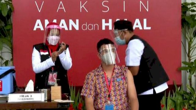 Kepergok Keluyuran di Cafe Usai Divaksin Covid-19, Raffi Ahmad Tuai Kritikan