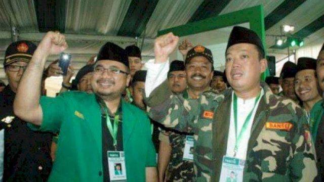 Yaqut Cholil Choumas (kiri) dan Nusron Wahid (kanan) dalam kongres Ansor ke-15 di Pesantren Sunan pandanarang Yogyakarta. foto: kedaulatan rakyat