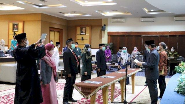 Rektor UIN Alauddin Lantik Pejabat Eselon IV dan Beri Penghargaan Pegawai Purnabakti