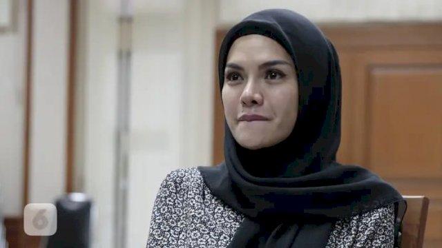 Nikita Mirzani saat mengenakan hijab (int)