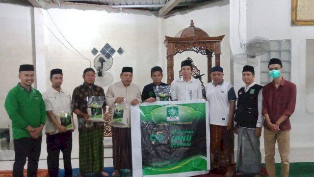 LPNU Makassar Beri Bantuan Imam dan Marbot Masjid