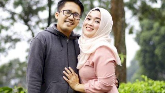 Ayus Sabyan dan Istri (net)