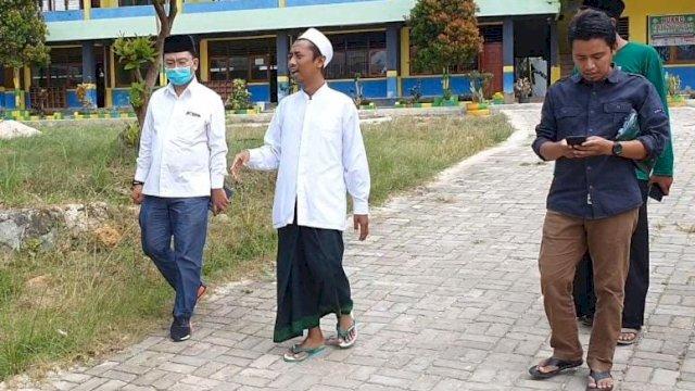 Cagub Sultra Bahtiar Maddatuang Sowan ke Pimpinan Pesantren terbesar di Konawe Selatan