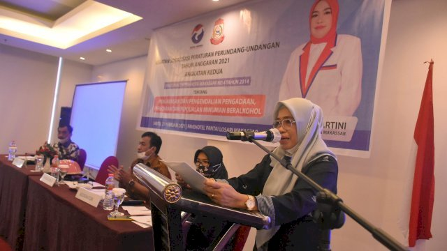 Anggota DPRD Makassar, Hj. Kartini sosialisasikan Perda Pengawasan, Pengendalian, Pengadaan, peredaran dan penjualan minuman beralkohol, di Hotel Fave, Sabtu (27/2/2021).