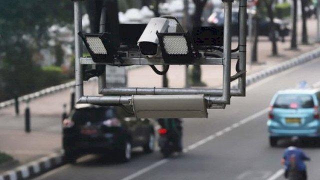 Tilang Elektronik di Makassar Sudah Berlaku: Main HP Saat Berkendaraan Didenda Rp 750 Ribu