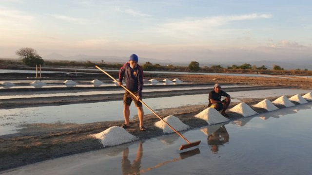 Petani Garam Jeneponto Dukung Upaya Plt Gubernur, Petanda Andi Sudirman Berpihak Rakyat Kecil