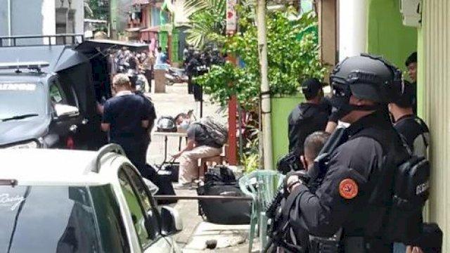 Polisi Tangkap 3 Tersangka Baru Pendukung Bomber Ketedral Makassar, Rumah Pelaku Digerebek