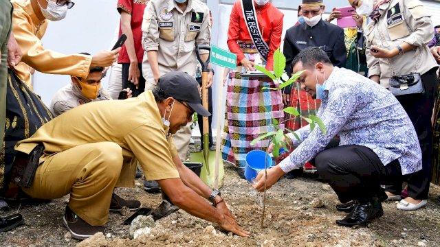 Plt Gubernur Sulsel Canangkan Program Gerakan Penghijauan Lingkungan Sekolah