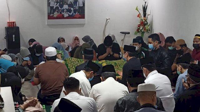 Jenazah AGH Sanusi Baco akan Dimakamkan di Kampung Halamannya