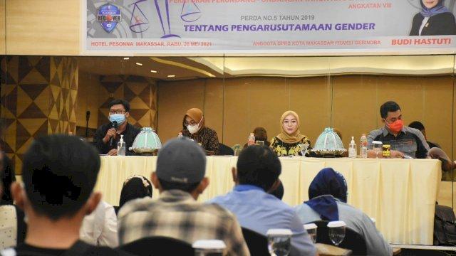Budi Hastuti menggelar sosialisasi Perda tentang Pelaksanaan Pengarusutamaan Gender dalam Pembangunan. Hotel Pesona Makassar, Rabu (26/5)