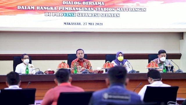 Dialog bersama Pemprov Sulsel, DPRD Sulsel dan Suporter PSM Makassar dalam rangka pembangunan Stadion Mattoanging, Kamis 27 Mei 2021.