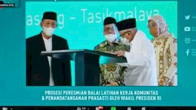 Wapres Ma'ruf Amin resmikan 1.014 BLK Komunitas secara nasional yang dipusatkan di Pondok Pesantren Cipasung Kabupaten Tasikmalaya, Jawa Barat, Selasa 8 Juni 2021.