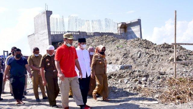 Pelaksana Tugas (Plt) Gubernur Sulawesi Selatan, Andi Sudirman Sulaiman meninjau progres pembangunan jembatan Malake di Wette'e, Kecamatan Panca Lautang, Kabupaten Sidrap, Selasa, 8 Juni 2021.