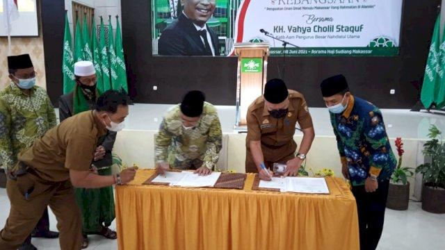 Pengurus Cabang Nahdatul Ulama (PCNU) Kota Makassar, dan Pemerintah Kota (Pemkot) Makassar tandatangani nota kesepahaman atau Memorandum of Understanding (MoU) program keagamaan penguatan iman, Selasa 8 Juni 2021