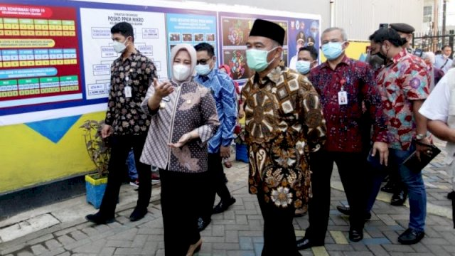 Menteri Koordinator bidang Pembangunan Manusia dan Kebudayaan (Menko PMK) RI, Muhadjir Effendy kunjungan kerja di Kantor Lurah Maricaya, Kecamatan Makassar Jalan Veteran Selatan Makassar, Jumat 11 Juni 2021.