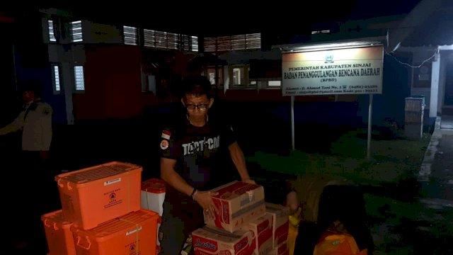 Dinas Sosial dan Badan Penanggulangan Bencana Daerah (BPBD) Provinsi Sulsel menyalurkan bantuan kepada korban terdampak angin kencang di Kabupaten Sinjai.