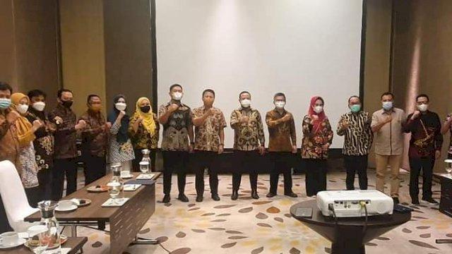 Andi Sudirman memaparkan Usulan Program Prioritas Pemerintah Provinsi Sulawesi Selatan Tahun Anggaran 2022 di Kementerian Perencanaan Pembangunan Nasional (PPN)/Badan Perencanaan Pembangunan Nasional (Bappenas) di Jakarta, Jum'at, 18 Juni 2021 malam.