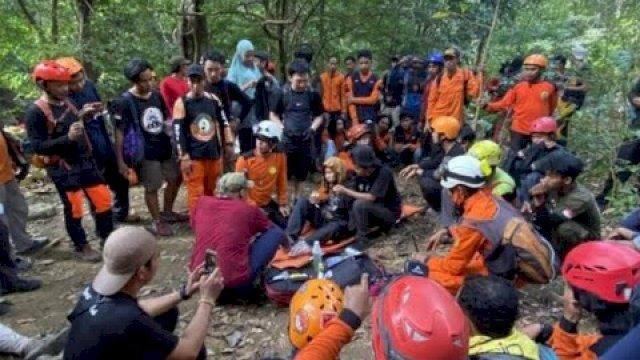 Petugas menemukan pendaki bernama Eva yang hilang di Gunung Abbo, Maros, Sulawesi Selatan, Rabu 9 Juni 2021.