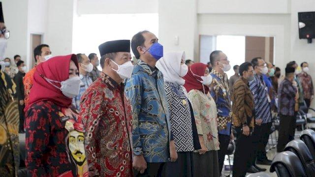 Ketua DPRD Kota Makassar Rudianto Lallo menghadiri serah terima jabatan Kepala Badan Pemeriksa Keuangan (BPK) Perwakilan Sulawesi Selatan dari Wahyu Priyono kepada Paula Henry Simatupang, Kamis 10 Juni 2021.