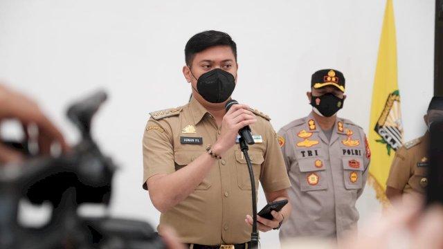 Bupati Gowa, Adnan Purichta Ichsan bersama para Forkopimda menyampaikan keputusan bersama perpanjangan PPKM Mikro atau Level 3 di Gowa, Senin, 26 Juli 2021.