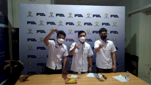Calon Ketua Himpunan Pengusaha Muda Indonesia (HIPMI) Makassar periode 2021-2024 Fadel Muhammad Tauphan (tengah)