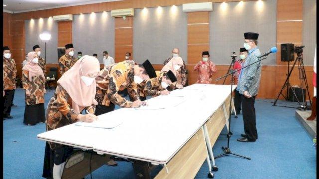 Pelantikan 17 Pejabat Fungsional Pentashih Mushaf Al-Qur'an oleh Kepala Badan Litbang dan Diklat Kemenag, Achmad Gunaryo di Aula Syaikh Nawawi Al-Bantani Gedung Bayt Al-Qur'an dan Museum Istiqlal lt.4, Taman Mini Indonesia Indah, Jakarta Timur, Selasa 24 Agustus 2021.