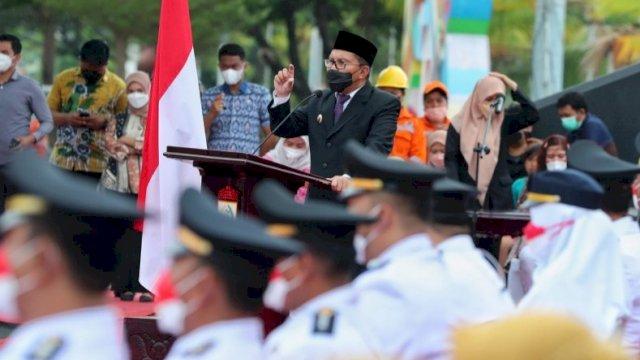 Wali Kota Makassar, Moh Ramdhan 'Danny' Pomanto secara resmi melantik 15 camat se-Kota Makassar di depan City of Makassar Anjungan Pantai Losari, Jumat, 27 Agustus 2021.
