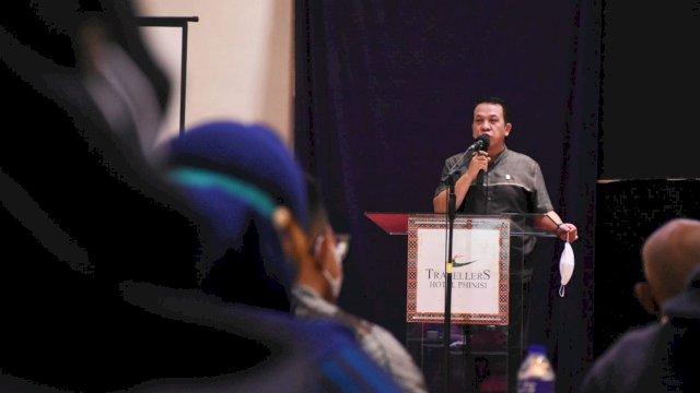 Anggota DPRD Kota Makassar, Hasanuddin Leo menggelar sosialisasi Peraturan Daerah (Perda) nomor 10 tahun 2011 tentang Pengelolaan Rumah Kos di Hotel Travelers, Kamis, 26 Agustus 2021.
