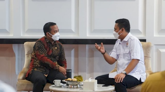Plt Gubernur Sulsel, Andi Sudirman Sulaiman (kiri) dan Ketua Umum Kadin Sulsel, Andi Iwan Darmawan Aras (kanan).