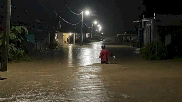 Debit Air Sungai Radda Dilaporkan Naik Hampir Sentuh Jembatan, Tanggul Pasir Sungai Masamba Jobol