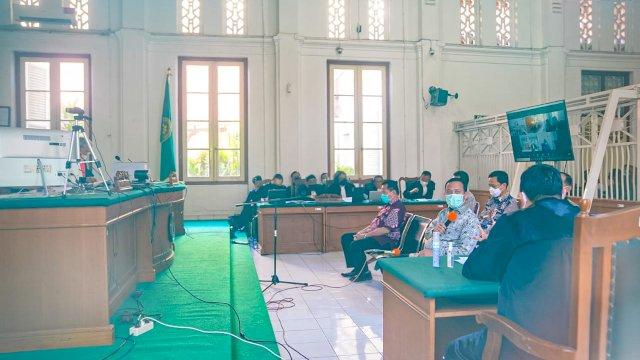 Plt Gubernur Sulsel, Andi Sudirman Sulaiman menjadi saksi di Pengadilan Negeri Makassar , Jalan RA Kartini, Makassar, Kamis, 26 Agustus 2021.
