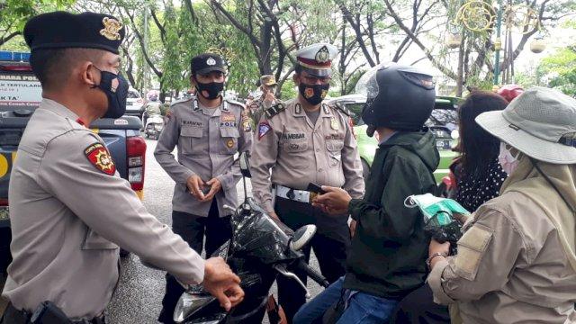 Petugas gabungan tertibkan pengendara yang tidak menggunakan masker di wilayah Gowa,