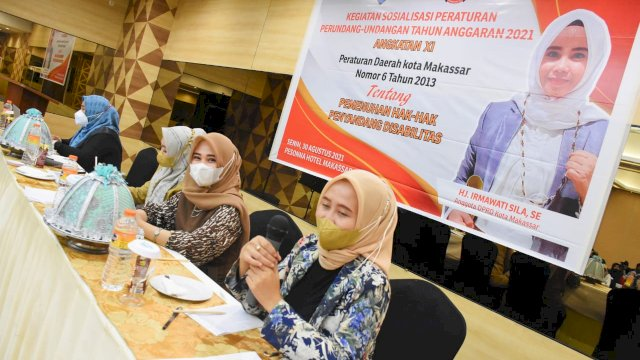 Anggota DPRD Makassar Irmawati Sila menggelar sosialisasi peraturan daerah (Perda) nomor 6 tahun 2013 tentang Pemenuhan Hak-hak Penyandang Disabilitas di Hotel Pessona, Senin, 30 Agustus 2021.