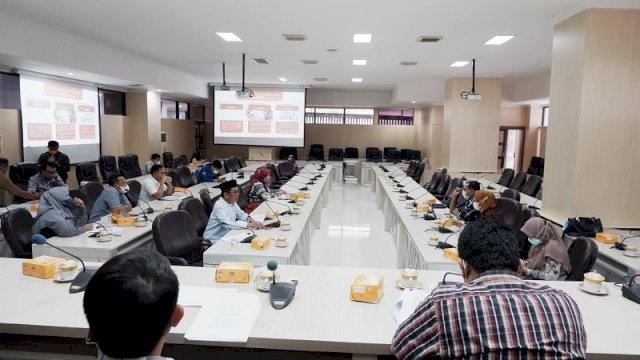 DPRD Makassar melakukan rapat expose naskah akademik terkait perda perlindungan guru, Senin, 23 Agustus 2021 di ruang Banngar DPRD Makassar.