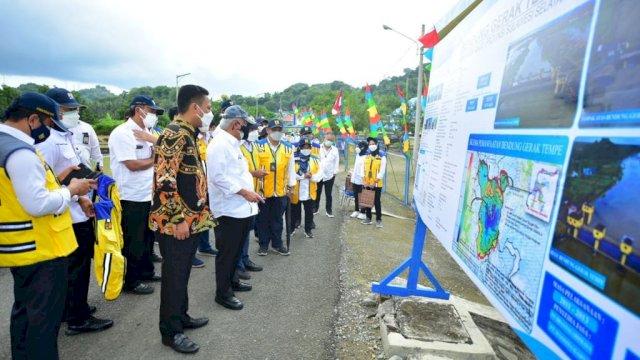 Wakil Ketua Komisi V DPR RI Andi Iwan Darmawan Aras (AIA) bersama Menteri PUPR, Dirjen SDA PUPR dan Irjen PUPR beserta jajaran tinjau Bendung Gerak Danau Tempe, Kamis, 9 September 2021.