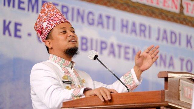 64 Tahun Tana Toraja, Plt Gubernur Sulsel Serahkan Rp 20 Miliar Bantuan Keuangan hingga 3 Hand Traktor Bagi Petani