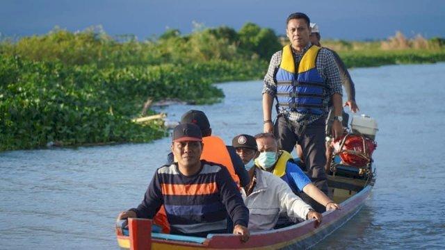 Wakil Ketua Komisi V DPR RI, Andi Iwan Darmawan Aras (AIA) pantau sungai Bila-Labojo, Jumat, 10 September 2021.