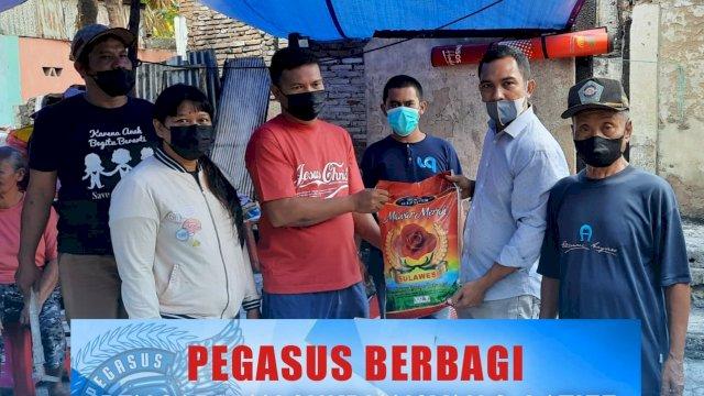 Tim UQ – Pegasus Salurkan Bantuan ke Korban Kebakaran jalan Veteran Utara Lorong 41 Makassar