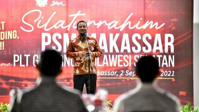 Plt Gubernur Sulsel, Andi Sudirman Sulaiman menghadiri agenda bersama PSM Makassar di Pelataran Lakipadada Rumah Jabatan Gubernur Sulsel, Kamis, 2 September 2021 malam.