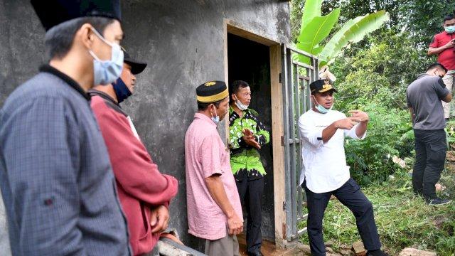 Plt Gubernur Sulsel, Andi Sudirman Sulaiman meninjau langsung efektivitas program pompanisasi dan embung Benteng Alla, Minggu, 5 September 2021.